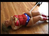 Wonder Sandra vs Toys Soldiers