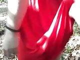 Jaqueline im roten Kleid