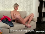 Inviting sweetie pleases spread kitty until she is cl40KAU