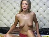 Booty tanned blonde twerking