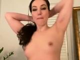 Amateur whitegirl masturbate herself in bed