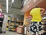 Deutsche Reife upskirt im Laden 05