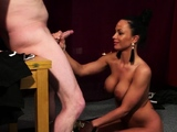 Foxy hottie gets sperm load on her face eating all th57GGM