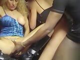 3 milfs au sexshop : exhib et anal avec les client