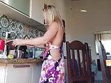 Angelica pagando peitinho