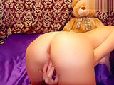 xVioletkaxx plays with her pussy