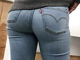 Bubble Butt in Levi Jeans