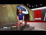 Anna Planken im Minirock zeigt uns ihre Lieblinsstiefel