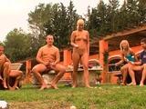 Amateur chicks enjoy having outdoor oral orgy