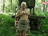 Blonde Milf im Wald geschwaengert